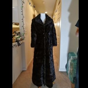 100% genuine Mink fur coat.  Very top quality Mink
